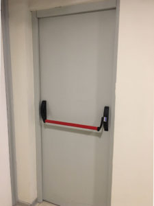Puertas de emergencia con barra de alto trafico - Protec